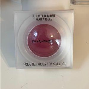 NIB MAC Glow Play Blush in Rosy Does It